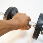 ダンベルによる筋トレで二の腕(上腕三頭筋)を太くするトレーニング方法
