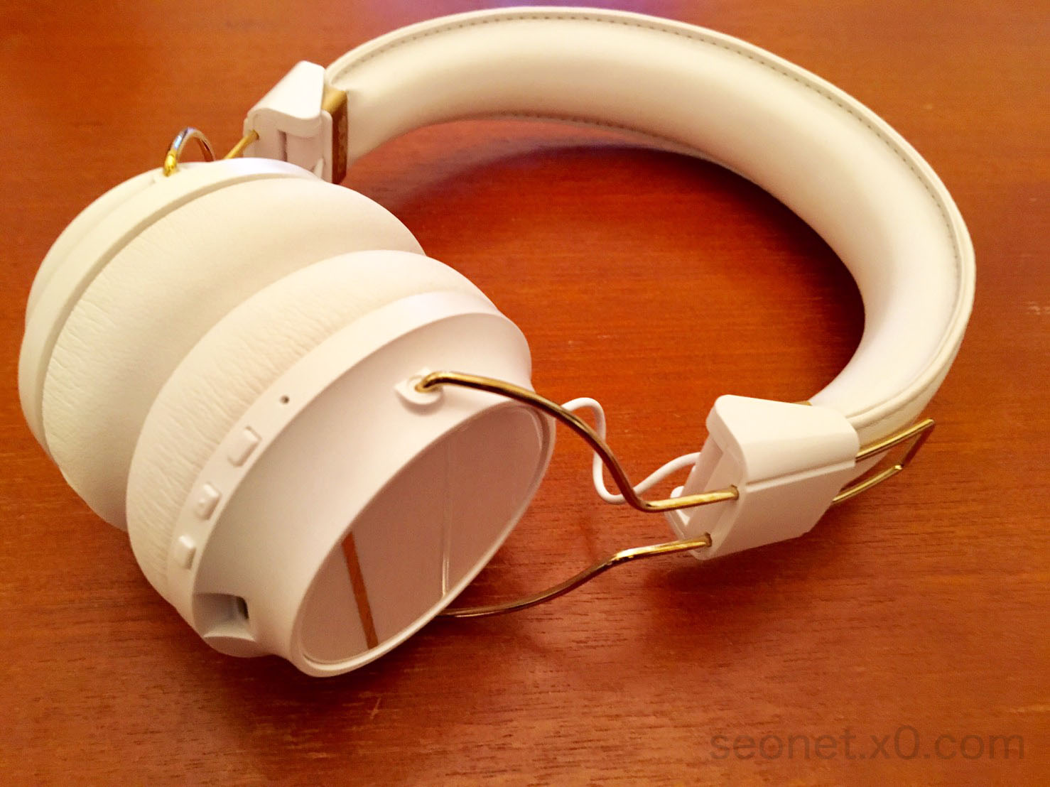 sudio-headphones-12